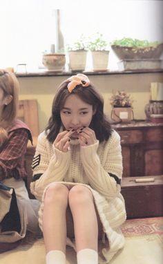 A nayeon me apresenta,q ama comer escondido kkk😍 Kpop Girl Groups, Korean Girl Groups, Kpop Girls, Twice Jyp, Twice Once, Twice Fanart, Nayeon Twice, Im Nayeon, Dahyun