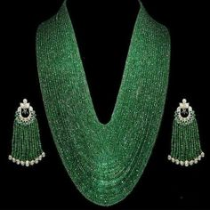 stunning Emerald necklace and polki earrings Emerald Necklace, Emerald Jewelry, Beaded Jewelry, Beaded Necklace, Necklaces, Pearl Earrings, Tassel Earrings, India Jewelry, Jewelry Sets
