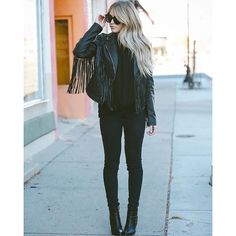 Fringed leather jackets are always a winner! Cara Loren wears this gorgeous jacket with an all black outfit consisting of a plain tee, skinny jeans, and ankle boots; a simplistic but sophisticated look. Ankle Boots With Jeans, Fringe Leather Jacket, Leather Jackets, All Black Outfit, Black Outfits, Insta Look, Mode Style, Boho, Passion For Fashion