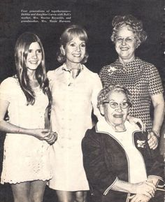 Young carrie fisher with her mom, grandma, and great grandma! Carrie Fisher Young, Carrie Fisher Photos, Carrie Frances Fisher, Hollywood Stars, Classic Hollywood, Saga, Debbie Reynolds Carrie Fisher, The Unsinkable Molly Brown, Leia Star Wars