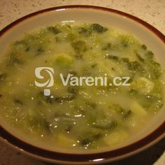 Kapustová polévka s brambory recept - Vareni.cz Cheeseburger Chowder, Food And Drink, Soup, Soups, Soup Appetizers