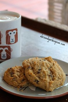 Egg-free Soft Vegan Chocolate Chip Cookies (made with a banana!)