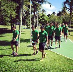 Jogadores da Austrália caminhando em Salvador (Foto: Reprodução Instagram)