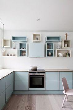 Küche: offene Tablare für die schönen Küchensachen