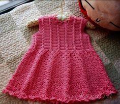платье для девочки крючком http://ru4kami.ru/vyazhem-odezhdu/761-plate-dlya-devochki-kryuchkom.html