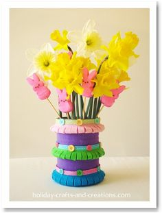 Felt Spring Vase tutorial: Tin can crafts or felt craft projects are a great way for your kids to be creative with inexpensive or recyclable supplies. This spring vase would make a cute homemade centerpiece for the kids' table at your Easter dinner. Kids Crafts, Tin Can Crafts, Vase Crafts, Spring Crafts For Kids, Spring Projects, Easter Crafts For Kids, Crafts To Do, Felt Crafts, Craft Projects