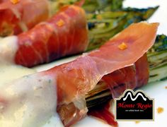¡Hora de comer! Endibias con jamón ibérico #MonteRegio y queso gorgonzola ¿Alguien se apunta?