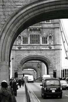 Tower Bridge is one of London's famous bridges and one of many must-see landmarks in London with a glass floor and modern exhibitions it is a must visit. London Bridge, Tower Of London, London City, Places To Travel, Places To Visit, Old London, London Calling, Belleza Natural, Best Cities