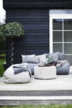 sitzsack outdoor gartenideen terrasse gestalten dekokissen pflanzen