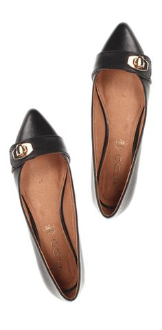 Pointy toe flats? Yes, please!