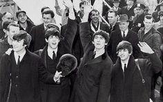 Imparare l'inglese con la musica: studi rivelano che le canzoni dei Beatles sono le migliori! Sapevate che uno dei metodi più infallibili per imparare le lingue è ascoltare musica? Non ci crederete ma è così! Oggi vi spieghiamo perché e come trarre i massimi benefici da questa attività e, in  #beatles #musica #film #lingue #inglese