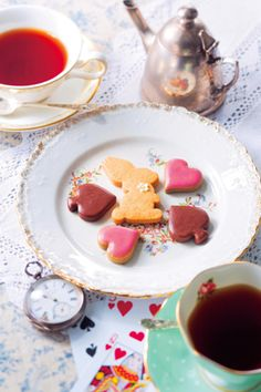 VOGUE lifestyle | news | 『不思議の国のアリス』のお茶会のシーンがクッキーに!