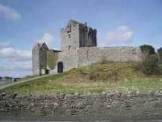 Dunguaire Castle is a tower house built in 1520 by the O'Hynes clan. Merry Christmas Happy Holidays, Christmas Past, Christmas Music, Christmas Movies, Christmas Themes, Enya Music, Christmas In Ireland, Savage Garden, Irish Singers