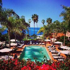 Swimming pool and ocean views at La Valencia Hotel in La Jolla, #California. Photo courtesy of eachapman4 on Instagram.