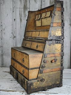 Steampunk Tendencies — This steamer trunk from 1890 converts to a dresser. Old Trunks, Vintage Trunks, Trunks And Chests, Vintage Suitcases, Vintage Luggage, Antique Trunks, Steampunk Furniture, Antique Furniture, Cool Furniture