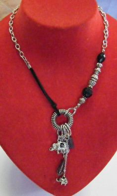 collana con catena,cordino,perline e charms, by crys_e_cri, 5,00 € su misshobby.com