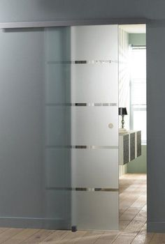 Design, une porte coulissante en verre qui glisse sur un rail haut caché derri... - #caché #coulissante #derri #Design #en #glisse #haut #Porte #qui #Rail #sur #une #verre Bathroom Doors, Shower Doors, Bathroom Interior, Glass Barn Doors, Sliding Glass Door, Internal Sliding Doors, Sliding Door Design, Bathroom Design Luxury, Interior Barn Doors
