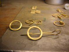 Pendientes de oro en proceso