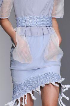 Bora Aksu at London Fashion Week Spring 2014 - Details Runway Photos Spring Fashion Trends, Fashion 101, Blue Fashion, Fashion Details, Runway Fashion, High Fashion, Fashion Beauty, Womens Fashion, Fashion Design