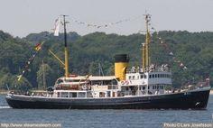 steam-icebreaker-Wal-sailing