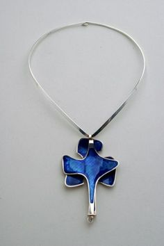 Beautiful, reversible blue enamel silver pendant and choker, designed by Bjorn Sigurd Ostern for David Andersen. Silver Enamel, Antique Silver, Silver Jewellery, Jewelry, Chocker, Bellini, David, Pendant Necklace, Antiques