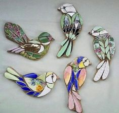 These divine tiny jewelled bird mosaics would look perfect as a broach or wall m… – Mosaic Stained Glass Birds, Stained Glass Patterns, Mosaic Patterns, Stained Glass Crafts, Mosaic Animals, Mosaic Birds, Mosaic Crafts, Mosaic Projects, Stone Mosaic