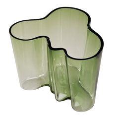 'Savoy' Vase by Alvar Aalto Alvar Aalto, Nordic Classicism, International Style, Tablescapes, Objects, Vase, Platter, Tableware, Modern