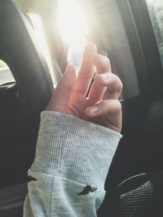 Tmblr Hand Photography, Shadow Photography, Tumblr Photography, Aesthetic Photography Grunge, Selfies, Blur Photo, Girls Hand, Girly Pictures, Photos Tumblr