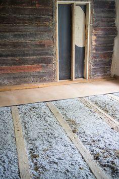 Lattialautojen irrottaminen ja lattian eristäminen