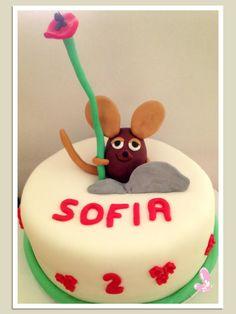 Cake design in partnership with Sonhos em Caixinhas. Read more: http://eraumavez-osonhoperfeito.blogspot.pt/2013/12/o-ratinho-frederico.html
