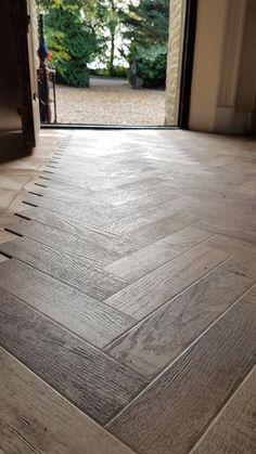 MyModuleo - The Best of 2018 Vinyl Flooring Bathroom, Luxury Vinyl Tile Flooring, Hallway Flooring, Vinyl Tiles, Best Vinyl Flooring, Tiled Hallway, Wood Flooring, Small Bathroom Layout, Bathroom Design Layout