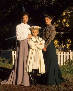 Aunt Olivia, Sara, and Aunt Hetty (Road to Avonlea). Anne Of Green Gables, Anne Green, Girly Movies, Road To Avonlea, Jeremy Brett, Anne Shirley, Fashion Corner, Prince Edward Island, Great Tv Shows