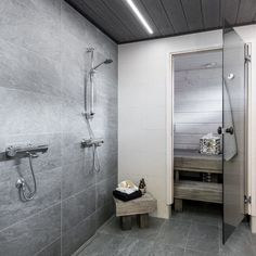 Modernia ilmettä harmaassa kylpyhuoneessa Kitchen Room Design, Interior Design Living Room, Gray Interior, Bathroom Interior, Sauna Design, Spa Rooms, Bathroom Toilets, Home Spa, Sweet Home