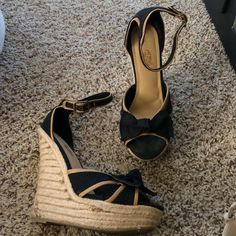 Rue 21 wedge sandals size 9 Wedge sandals Black and Tan with bow details Rue 21 Shoes Sandals