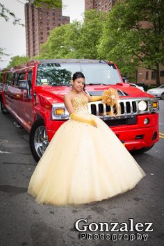 Quinceañera transportation with a  Hummer Limousine. || Photo Credit: Gonzalez Photography #HummerLimo