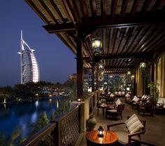 On ne se lasse pas de la vue du Bahri Bar, entouré par la Jumeirah Beach, l'hôtel du Burj al-Arab et les canaux du Madinat Jumeirah. Les excellents cocktails ne sont pas en reste et la carte est très fournie. More news about worldwide cities on Cityoki! http://www.cityoki.com/en/ Plus de news sur les grandes villes mondiales sur Cityoki : http://www.cityoki.com/fr/