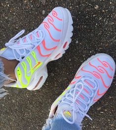 51 Ankle Street Style Shoes To Copy Today Sneakers Charming Designer High Heels Sneakers Fashion, Fashion Shoes, Tn Nike, Street Style Shoes, Street Chic, Cute Sneakers, Women's Sneakers, Nike Air Shoes, Nike Free Shoes