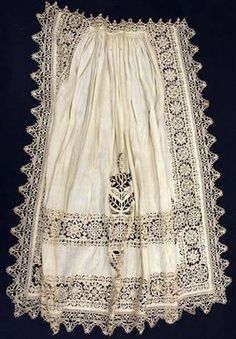 Apron made in Italy in turn of 16 and century, Metropolitan museum of Art, New York Renaissance Clothing, Antique Clothing, Historical Clothing, Italian Clothing, Italian Renaissance, 16th Century Fashion, 17th Century Clothing, 18th Century, Antique Lace