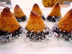 Food Wanderings : EASY PEASY COCONUT MACAROONS