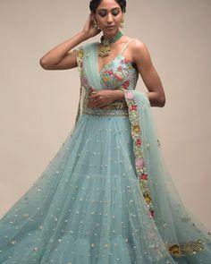 Party Wear Indian Dresses, Designer Party Wear Dresses, Indian Gowns Dresses, Indian Bridal Outfits, Party Wear Lehenga, Indian Fashion Dresses, Dress Indian Style, Indian Designer Outfits, Latest Lehnga Designs