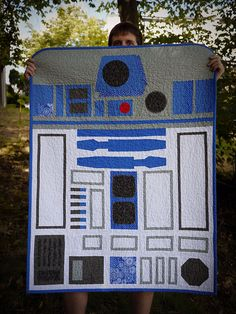 grumpapotomus:R2D2 Baby Quilt by staarlight on Flickr.