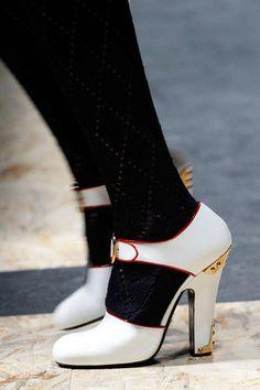 Hoch, weiß, blumig, spitz: Die Schuhe für den Winter sind definitiv vielfältig. Die sieben Top-Schuhtrends für Herbst/Winter 2016/17 in der Übersicht.