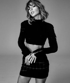 Taylor Swift think that means speechless❤❤😮 Taylor Swift Hot, Live Taylor, Taylor Taylor, Moda Punk Rock, Rock Vintage, Taylor Swift Pictures, Glamour Magazine, Look At You, Taylors