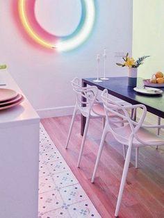 Casinha colorida: Vida nova com cores e néon