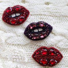 И снова и снова сочные губки  выполнены на заказ для прекрасных фей   Под заказ ☝   #брошьручнойработы #авторскаяброшь #брошьказань #брошьгубы #губки #поцелуй #брошьпоцелуй #подарок #тренд #стильно #handmade #handworks #brooches #assecories