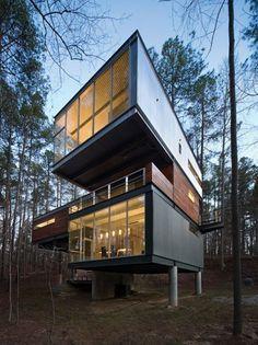 Casa de metal y madera