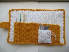 This is a pattern for a case that will hold all your crochet hooks and more. No more searching under the sofa and between the cushi...