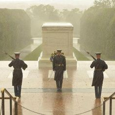 Tomb of the Unknown Soldier during Hurricane Sandy.....wow. such dedication.