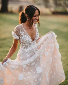 30 Sophicticated Backless Wedding Dresses ❤ backless wedding dresses a line v back florap appliques train pallascouture Country Wedding Dresses, Wedding Dress Trends, Dream Wedding Dresses, Bridal Dresses, Wedding Gowns, Ivory Wedding, Wedding Country, Wedding Bridesmaids, Short Girl Wedding Dress