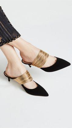 Find and compare Rendez Vous Mules across the world's largest fashion stores! Pretty Shoes, Beautiful Shoes, Cute Shoes, Me Too Shoes, Shoe Boots, Shoes Sandals, Dress Shoes, Top Shoes, Unique Shoes